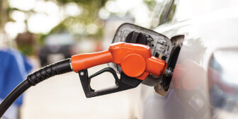 A car tank getting fueled up at Shell Gas station with Citi Prestige cash rebate
